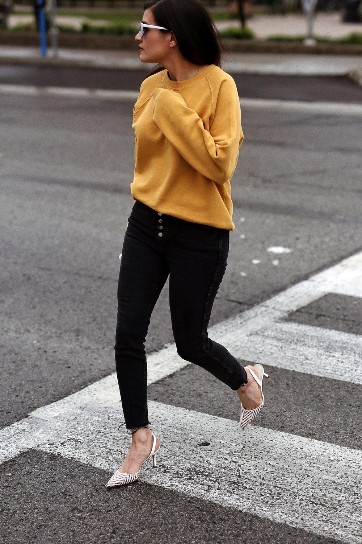 Yellow for fall 2018 - woahstyle.com - nathalie martin - frank and oak sweatshirt, zara jeans and manolo blahnik slingbacks 12.jpg