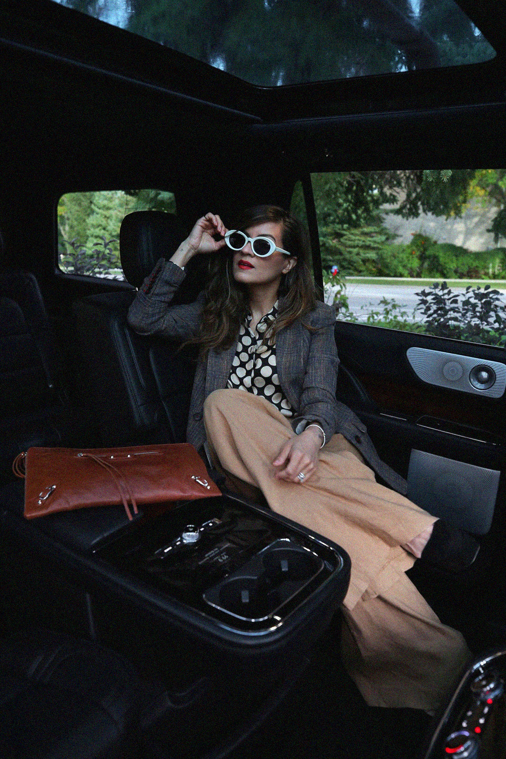 Veronica Beard blazer, silk polka dot blouse, Alice and Olivia linen wide leg pants trousers, brown leather Balenciaga clutch, white TOMS sunglasses, Toronto street style, LINCOLN Navigator road trip - photos by woahstyle.com_0268.jpg