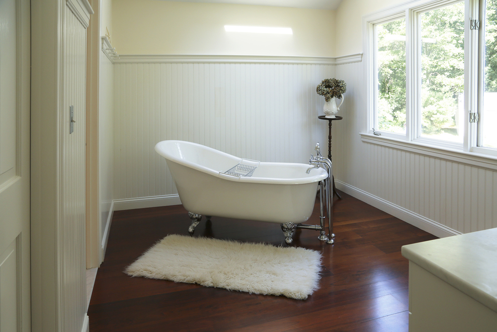 standalone tub.jpg