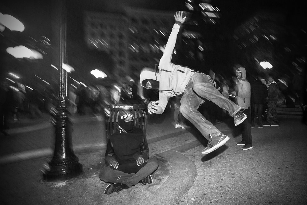 fb.bw.10.31.2015.Street Acrobats Union Square.319A7142.jpg
