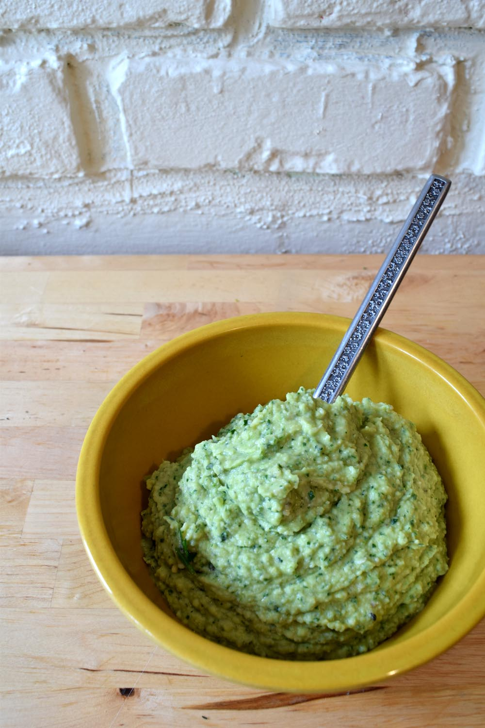 Parsley vegan hummus. Recipe for hummus. Hippie hummus.