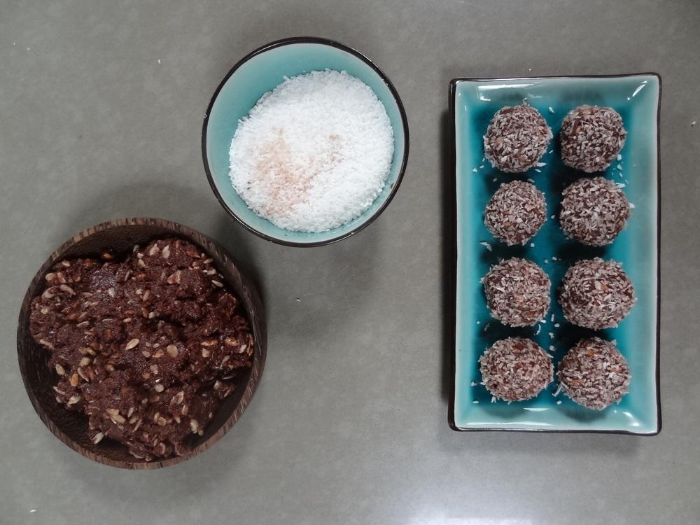 Lily's vegan chocolate bliss balls vegan dessert recipe fayelessler.com Faye Lessler
