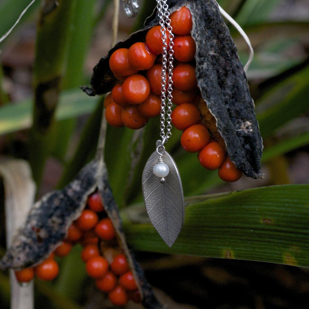 freshwater pearl pendant.jpg