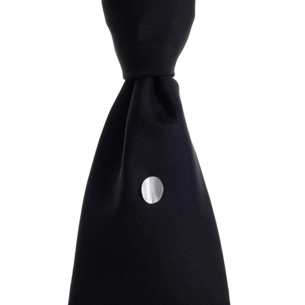 TE Leaf tie slide on black tie lowres.jpg
