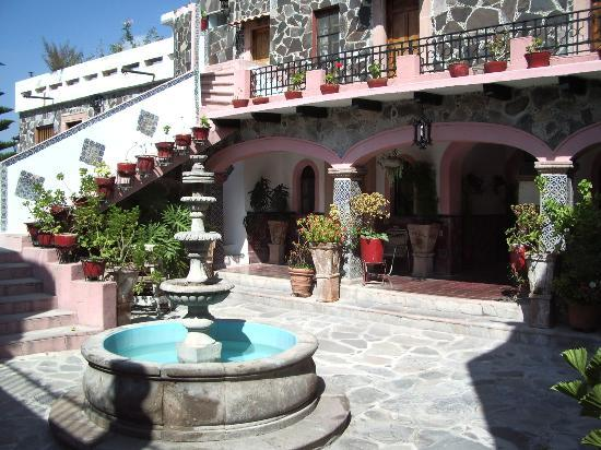 Enjoy this six-day workshop at the historic Hotel Posada de las Monjas just two blocks from the Jardin.  Special rates for single and double rooms are available for workshop members.  Contact Susan to hold a room:  susansutliffbrown@gmail.com .