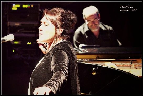 Performing at the 25th Anniversary of the Festival of Music and Dance at Úbeda. Joined by singer Mayte Tolmos.