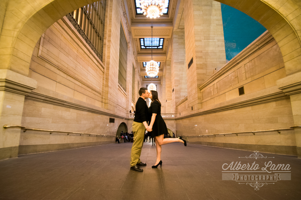 Engagement in Grand central 1.jpg