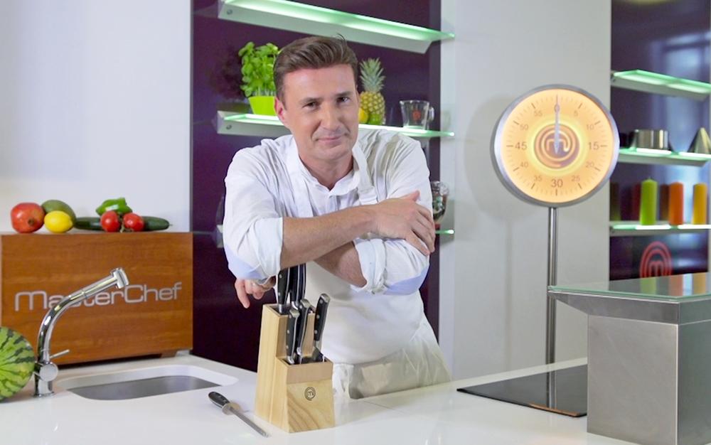 Cyril Bras croisés couteaux.jpg