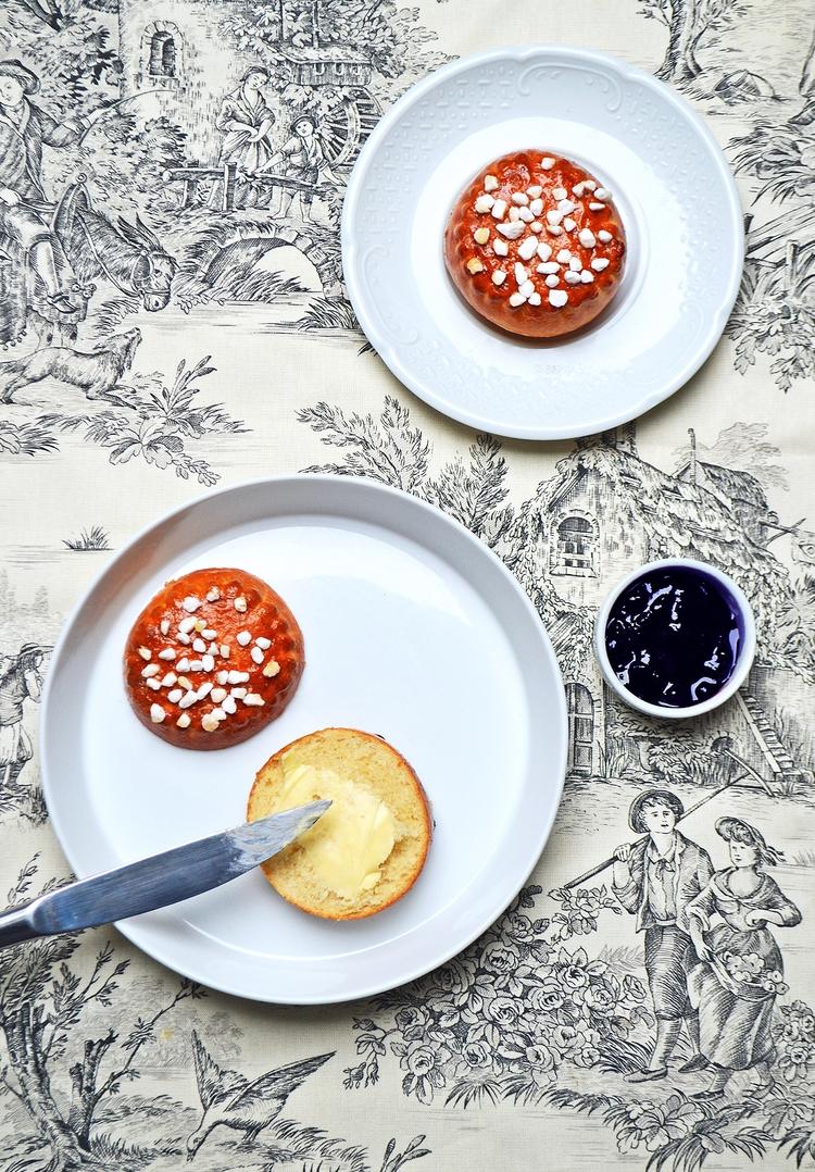 Vous pouvez mettre également du sucre perlé et remplacer la crème par du beurre