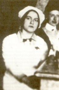 Edith Steinqui, durant la guerre, metdecôtétemporairement son doctorat en philosophie pour s'engager comme infirmière dans un hôpital militaire.