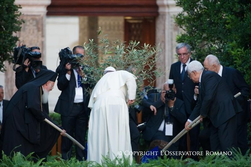 ....Rencontre de prière au Vatican. 8 juin 2014..  Encounter of prayer, Vatican, June 8, 2014....