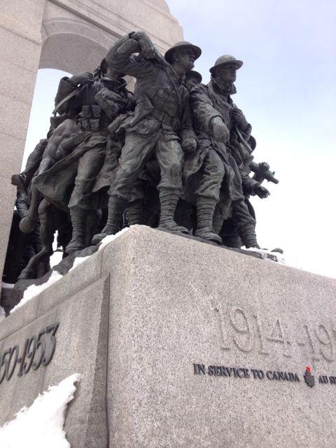 ....À la mémoire des soldats morts au combat..In memory of soldiers killed in action....