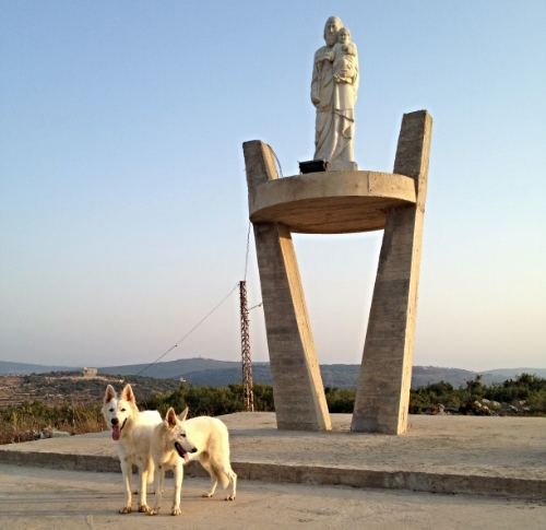 ....Statue de saint Joseph sur la colline de Qaouzah ..Statue of Saint-Joseph on the hill of Qaouzah ....