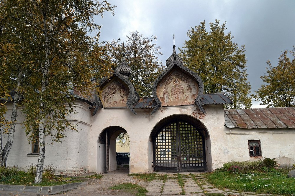monastery-1705778_1280.jpg
