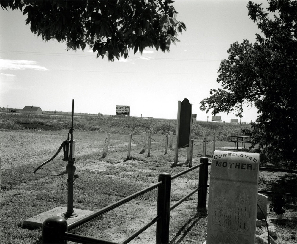 Grave On the Mormon Trail (II), Scottsbluff