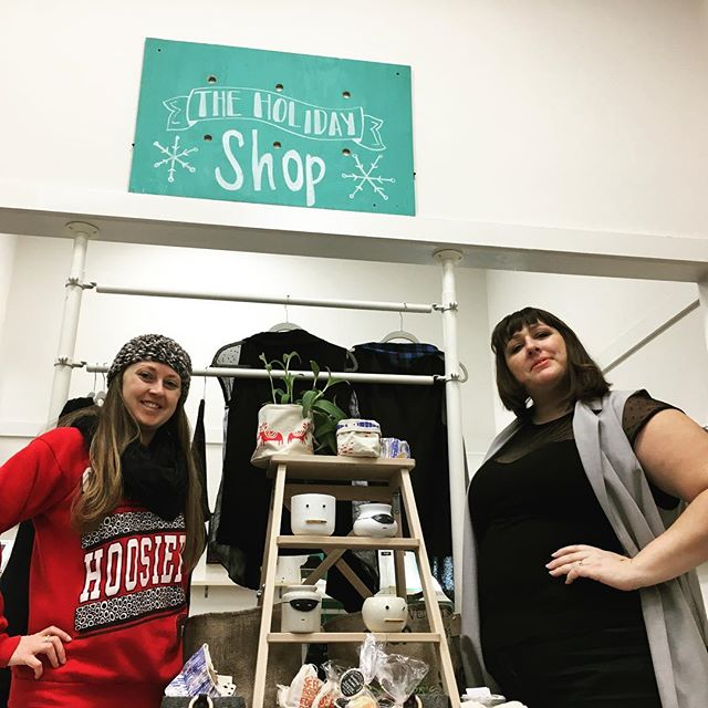 Way to go @andy_at_skirtandsatchel and Lynzy! Check out the @skirtandsatchel pop up shop for #smallbusinesssaturday in Fountain Square Mall!