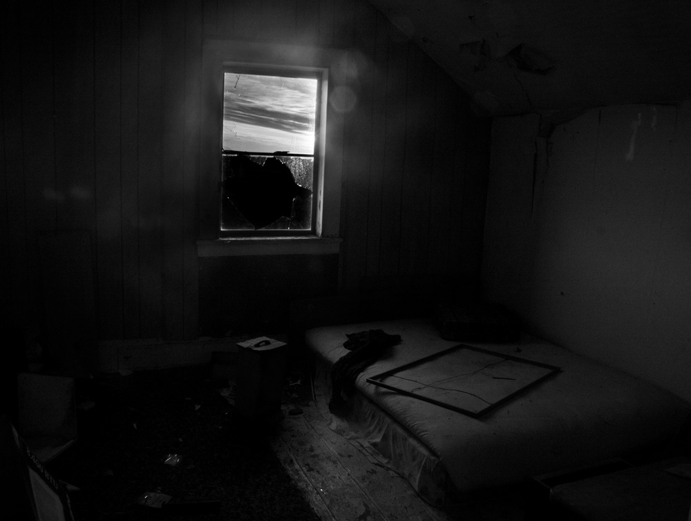 Fotografía:  Empty bed, empty room, empty house by Timeshare