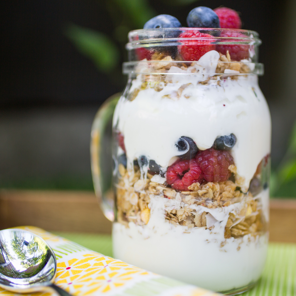 yogourt granola breakfast with mixit on mlle jules blog food
