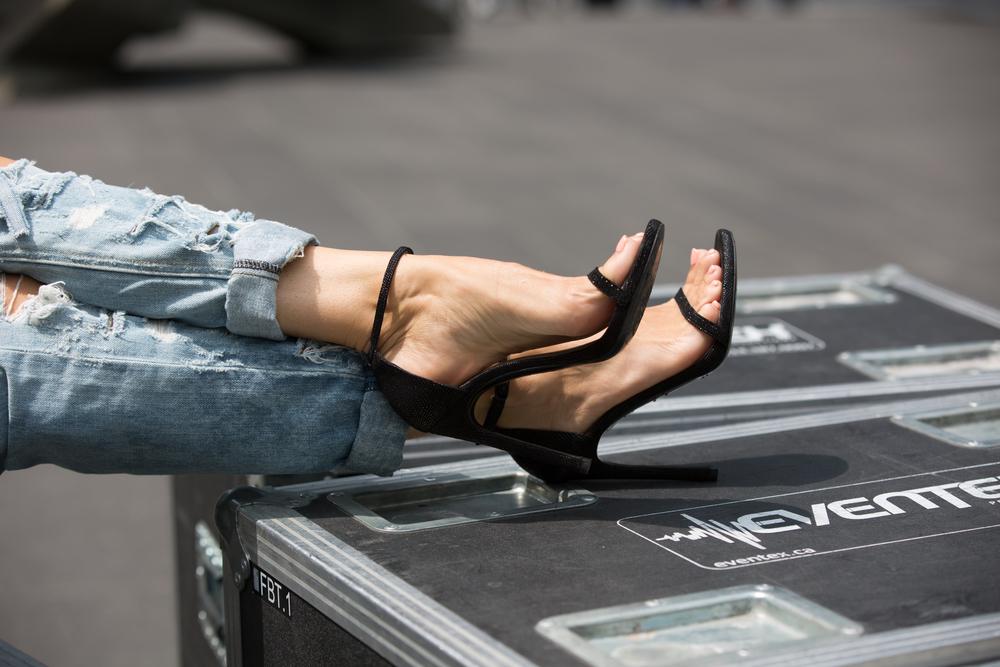 nudist sandal stuart weitzman mademoiselle jules canadian fashion blogger montreal