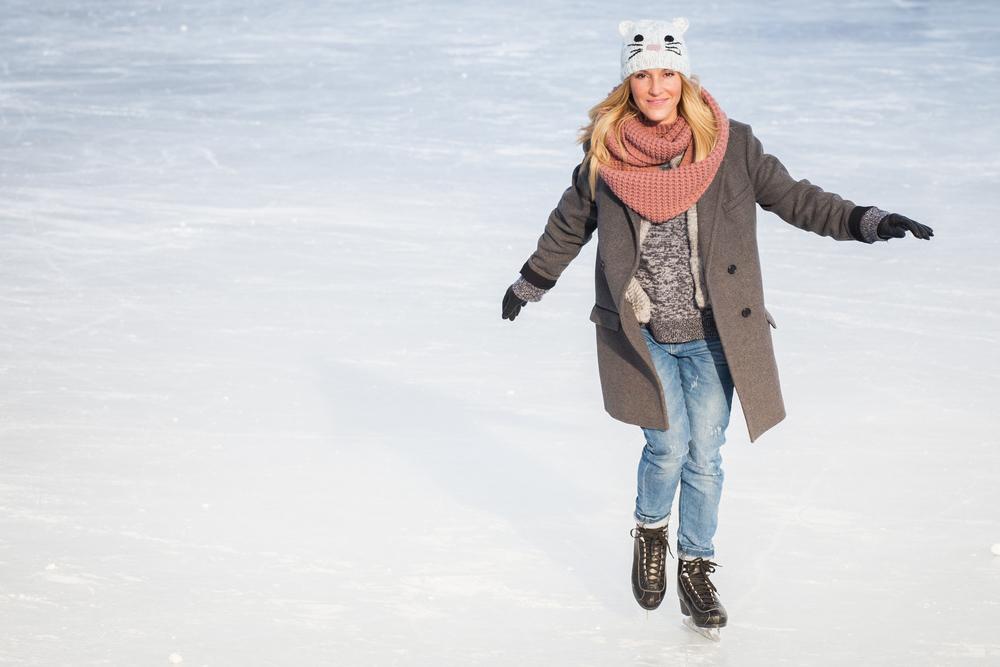 mademoiselle jules canadian blogger ice skating at beaver lake mt-royal montreal