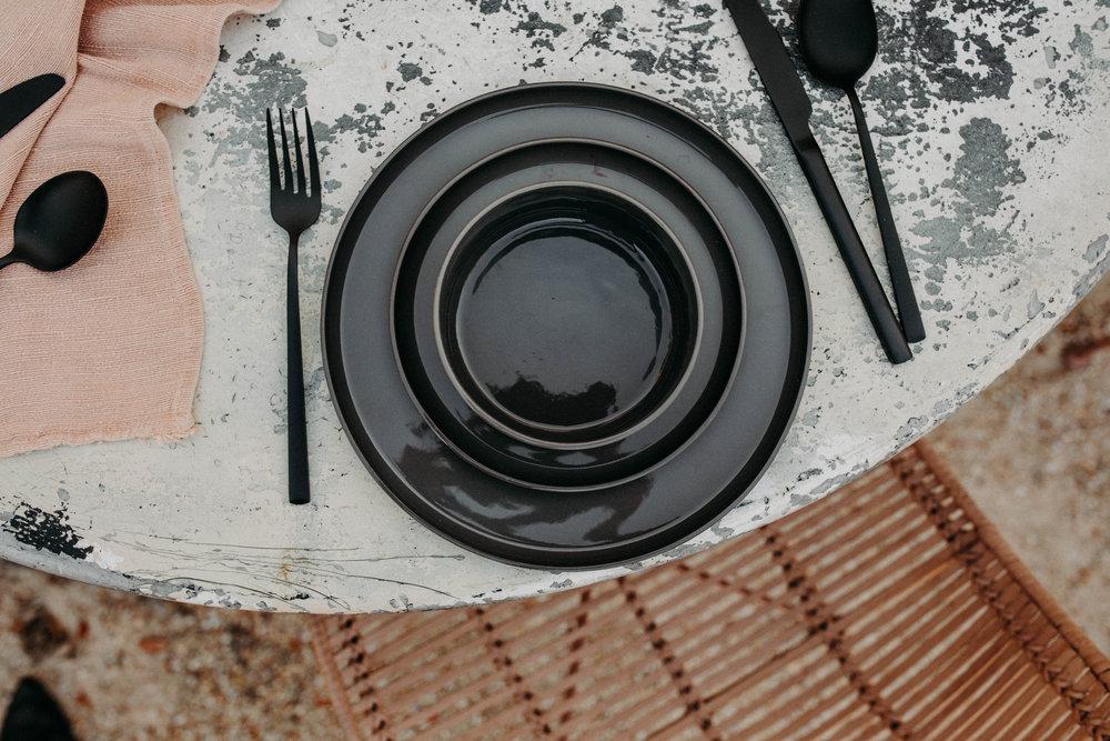 SHOP THE LOOK: Modern Dinnerware Set / Matte Black Flatware