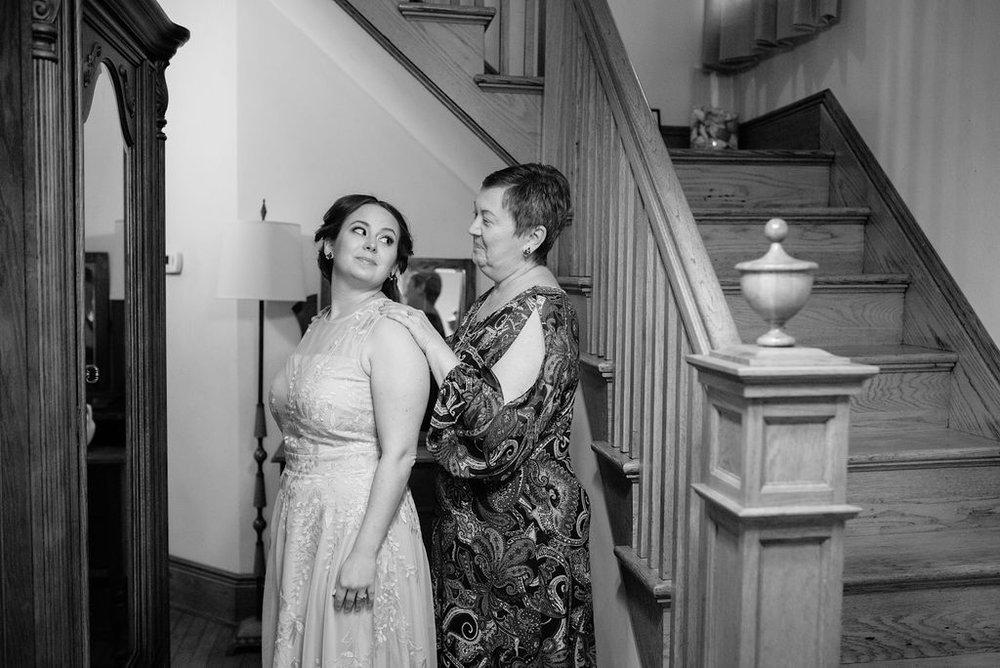 IntimateElopement-Emily+Chris-HuntleyTavernLoneEagleBrewery-NewJersey-OliviaChristinaPhoto-8.jpg