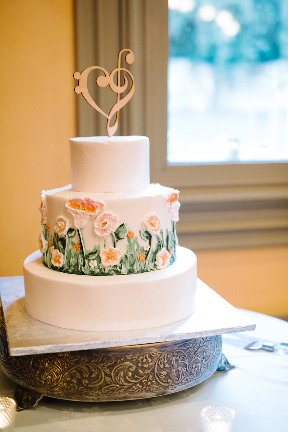 Garden Inspired Cake Decor - Wanna know the best kind of flowers for your wedding? Edible ones! These hand-painted buttercream flowers made this cake almost too beautiful to eat! …….almost!(Cake by The Pastry Garden)