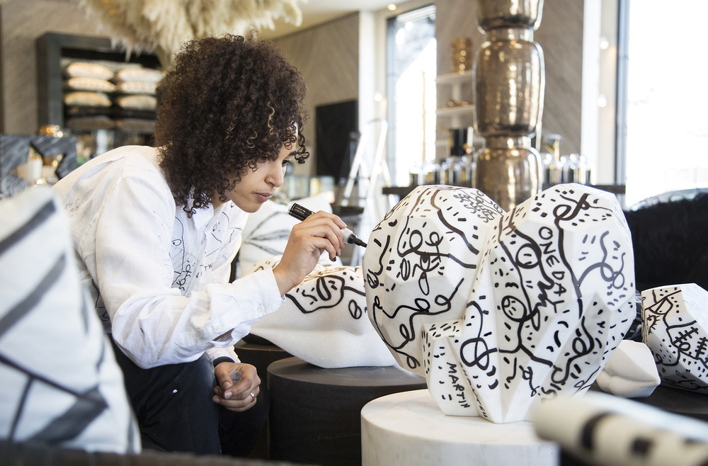 Shantell-Martin-drawing-heart.jpeg
