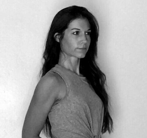 AMANDA, SENIOR STYLIST