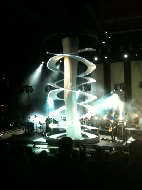As part of his encore theatrics, Peter Gabriel had the Red Rock stagehands deploy this illuminated cylindrical sheet-thing.