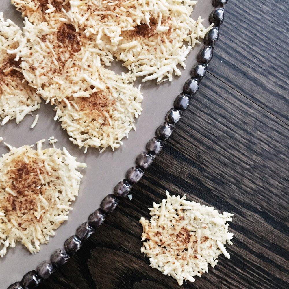 Gluten_free_parmesan_crackers_www.oandystudio.com