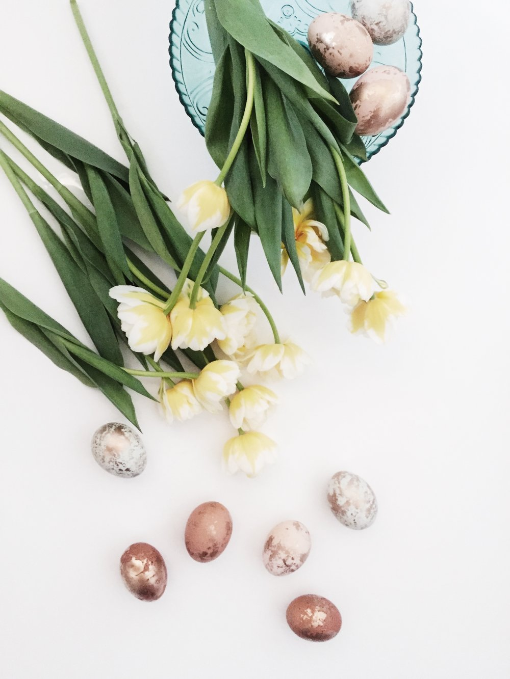 Gold_marbled_easter_eggs_oandystudio