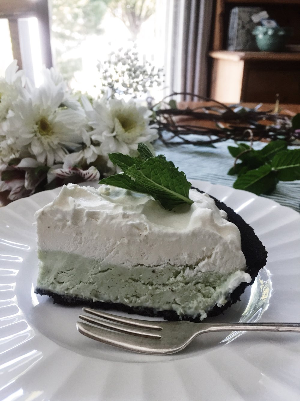 oandystudio-frozen-grasshopper-pie-white-chocolate-recipe-holiday-favorite-pic.jpg