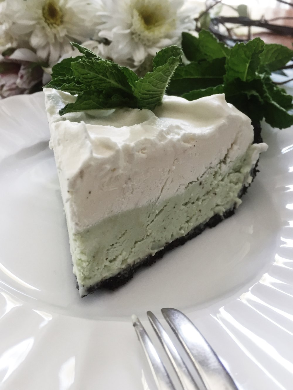 oandystudio-recipe-frozen-grasshopper-pie-white-chocolate-make-ahead-holiday-image.JPG
