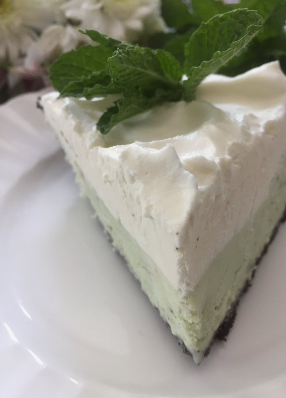 oandystudio-recipe-frozen-grasshopper-pie-white-chocolate-make-ahead-holiday-picture.JPG