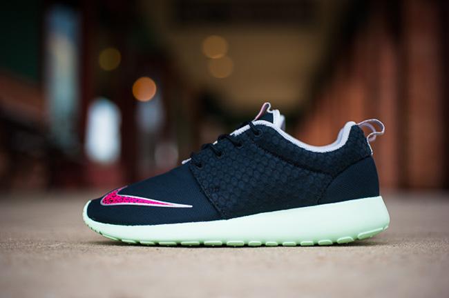 Nike_Rosherun_Yeezy_Lime_Sneaker_Politics_3.jpg