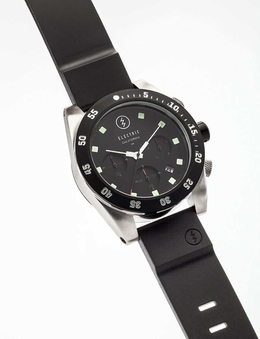 DW01. 44mm. 300M depth. PU, canvas, and stainless steel bracelet options.