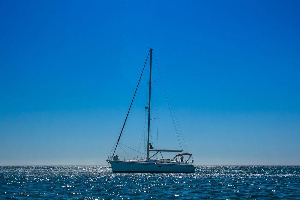 Argos velero de alquiler