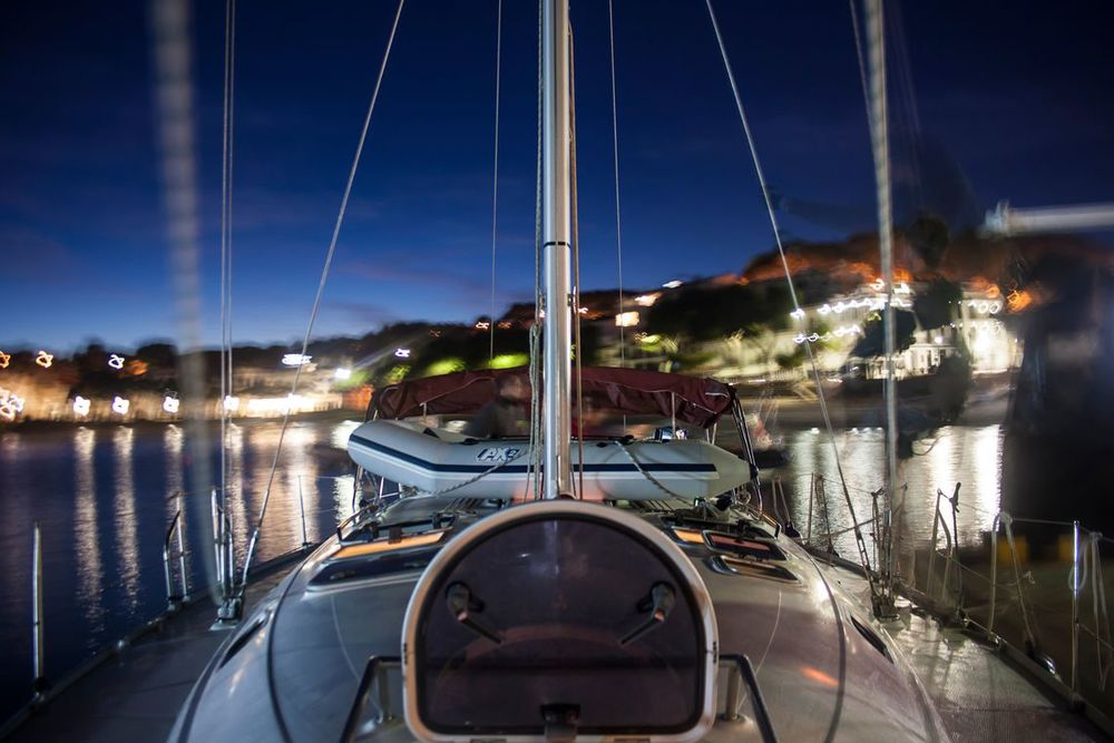 Cubierta del barco por la noche