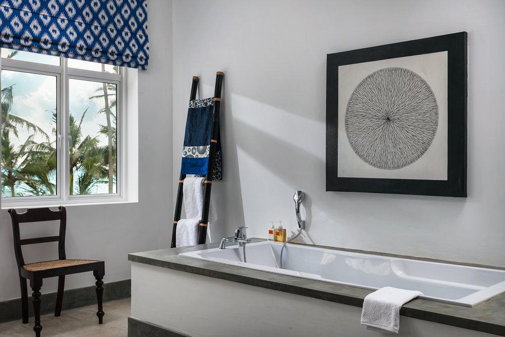 16-KKbeach12908-penthouse-bathroom.jpg