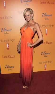 Keely is rocking the red carpet in a bronzed glow at ETV's premier of Sunset Tan!