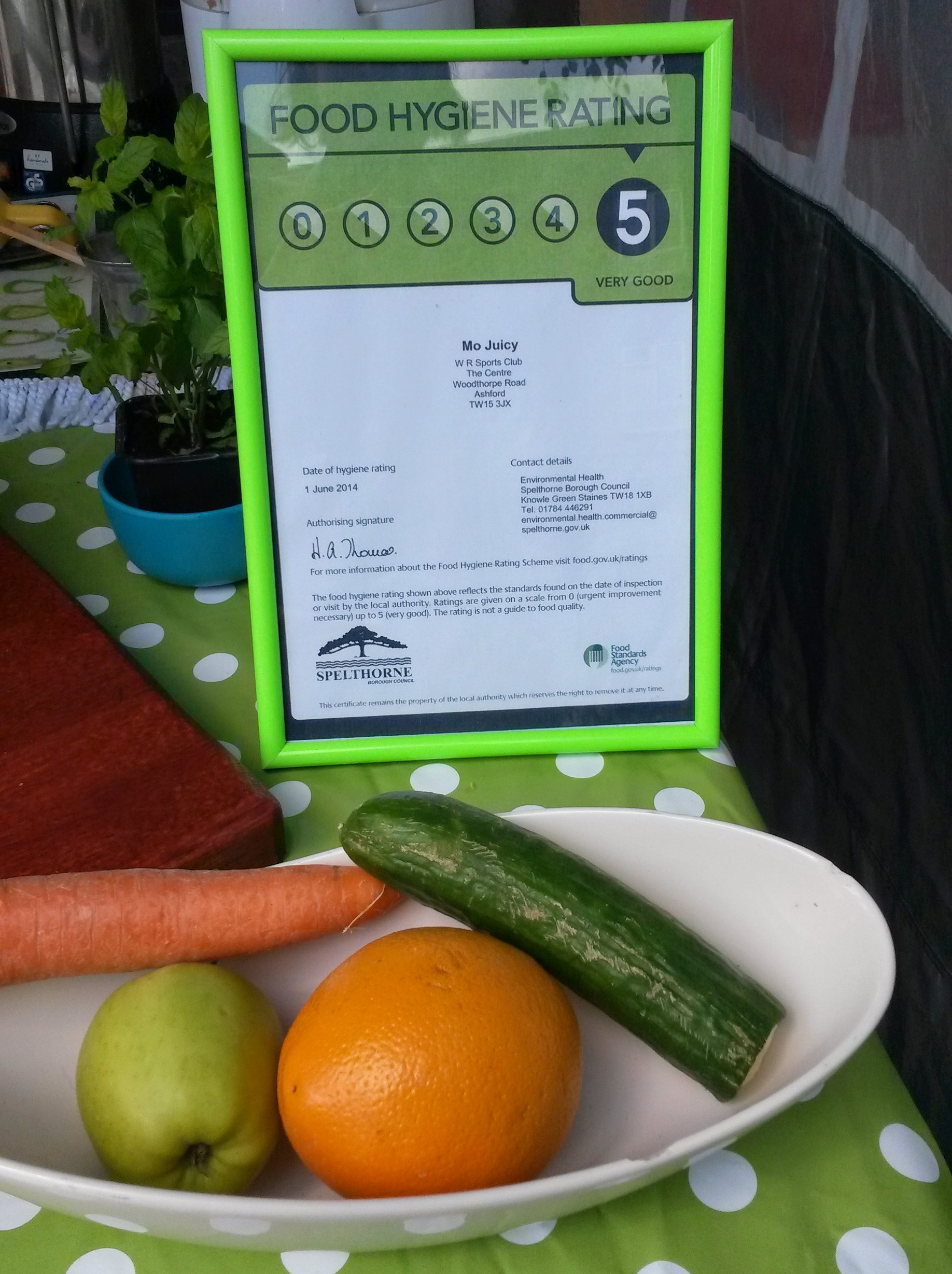 Mo Juicy mobile juice bar has been awarded 5 stars by Spelthorne Council for the Food Hygiene Rating Scheme.
