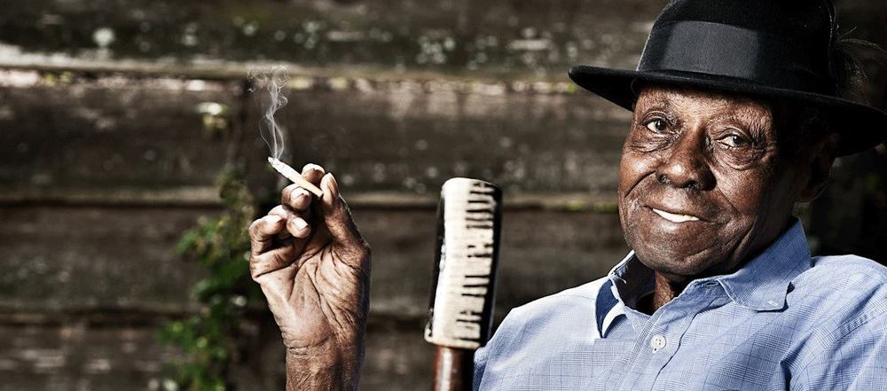 "<h2><font color=""#FFFFFF"">Pinetop Perkins</h2></font>"