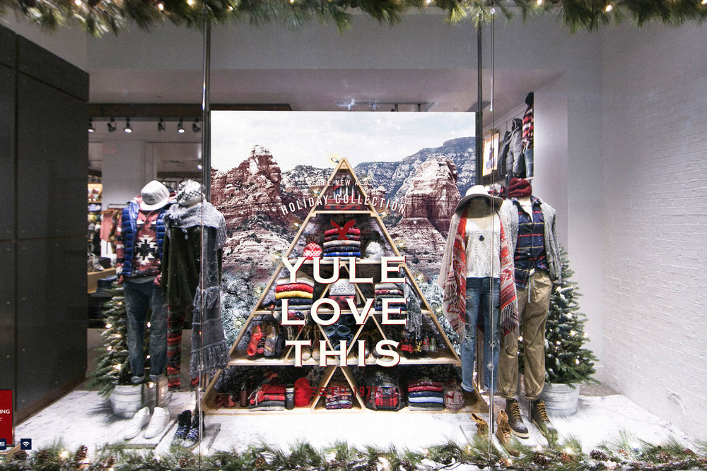 AEO Holiday Window Display