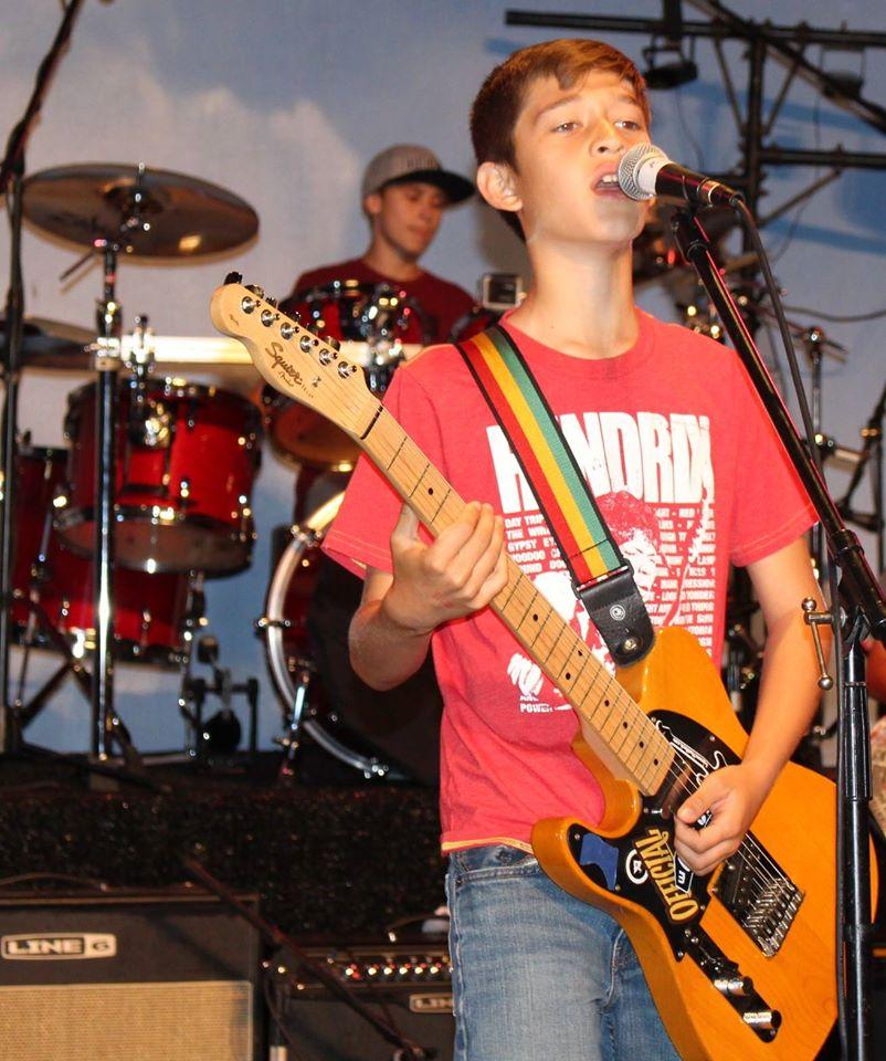 Atreyu rocking it.jpg