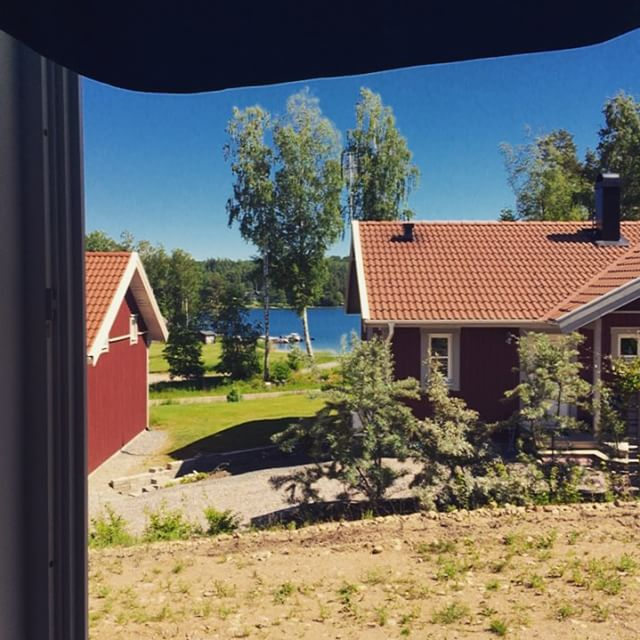 Room with a view! Helghäng med grabbarna grus. Livet.