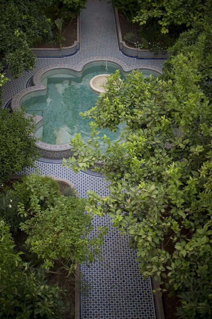 palais amani fountain.jpg.1024x0.jpg