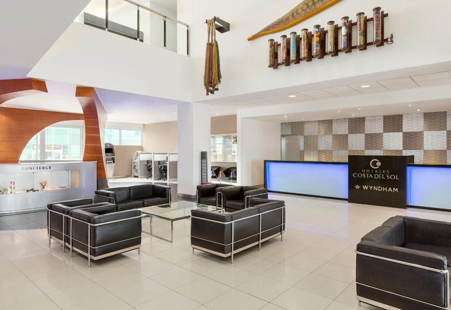 Wyndham Airport Hotel lobby.jpg