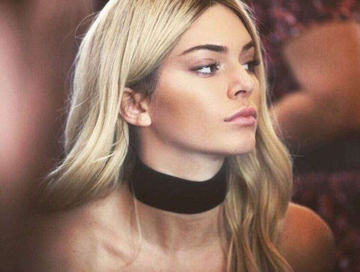Kendall Jenner rocking a choker... I love. Picture credit to www.pinterest.com