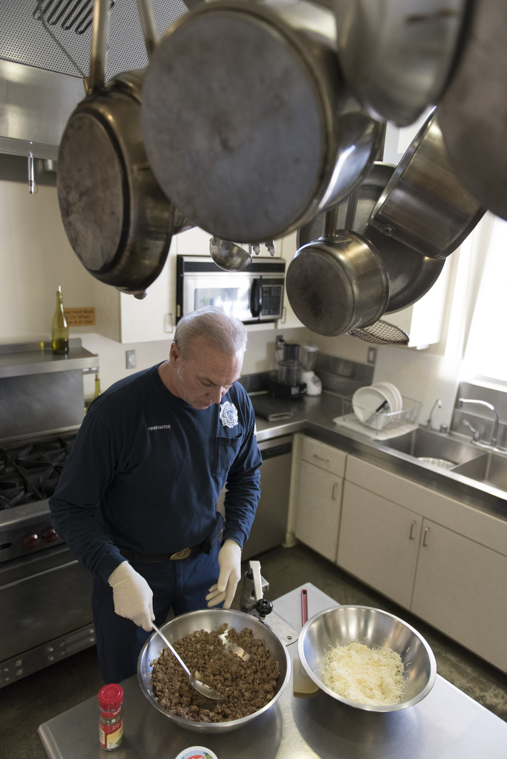 Firefighter Ted Ramey prepares dinner for the six man crew at Las Vegas Fire & Rescue's Fire Station 41 in Las Vegas Monday, Jan. 11, 2016. In two minutes Ramey will place dinner preparation on hold as the firehouse crew responds to a call. Jason Ogulnik/Las Vegas Review-Journal